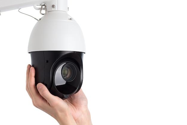 Técnico instalando câmera de vídeo de segurança cctv Foto Premium