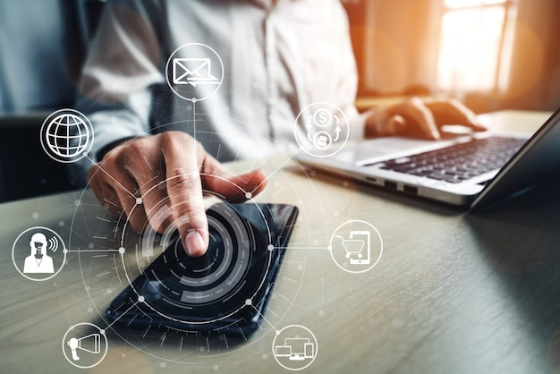 Tecnologia de canal omni do negócio de varejo online. Foto Premium