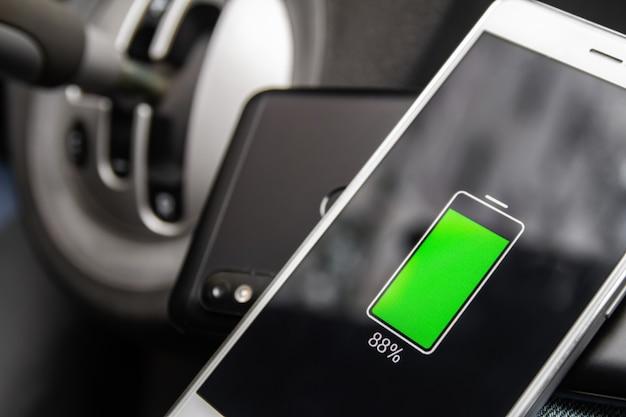 Tecnologia de compartilhamento de carga sem fio da bateria do telefone Foto Premium
