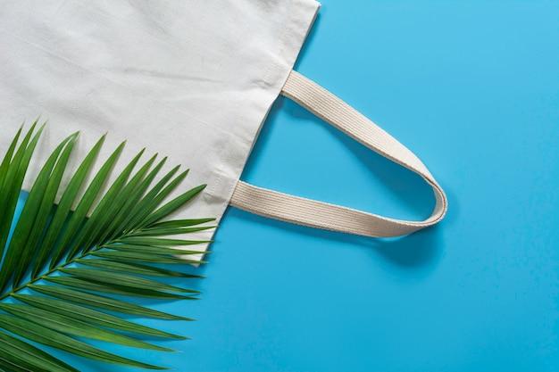Tela branca da lona da sacola, saco de compra de pano com espaço da cópia Foto Premium