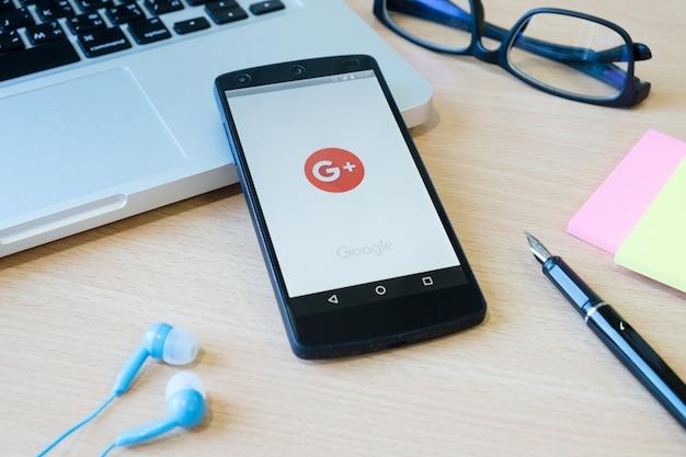 Tela de tecnologia do google google desordenada Foto gratuita