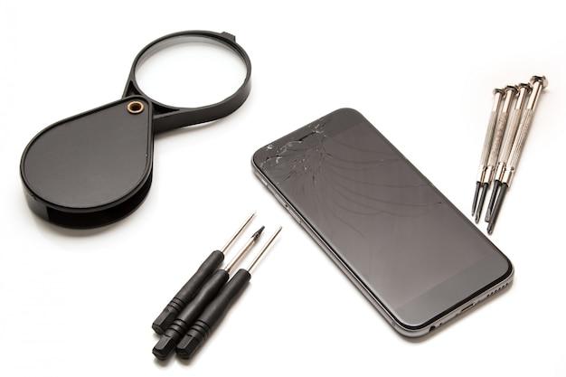 Telefone inteligente e ferramentas para reparo Foto Premium