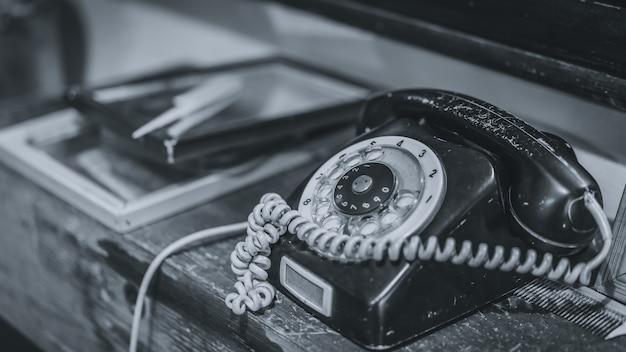 Telefone preto antigo Foto Premium