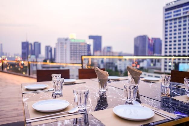 Telhado de jantar privado de luxo em bangkok, tailândia Foto Premium