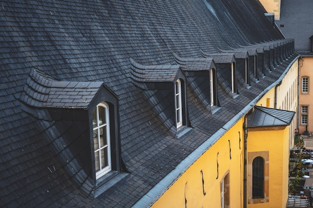 Telhados típicos na cidade de luxemburgo Foto Premium