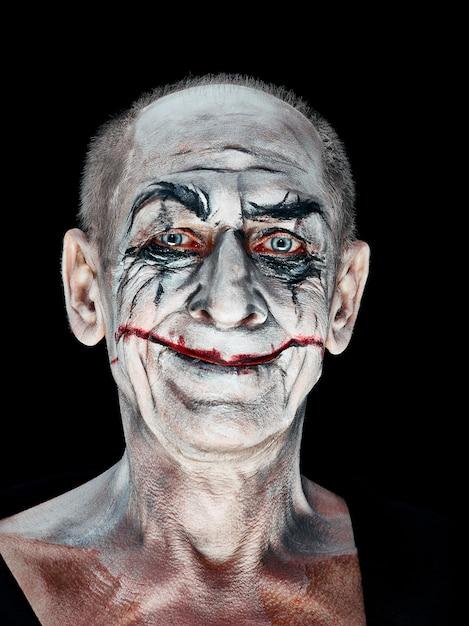 Tema de halloween sangrento: cara maniak louca Foto gratuita