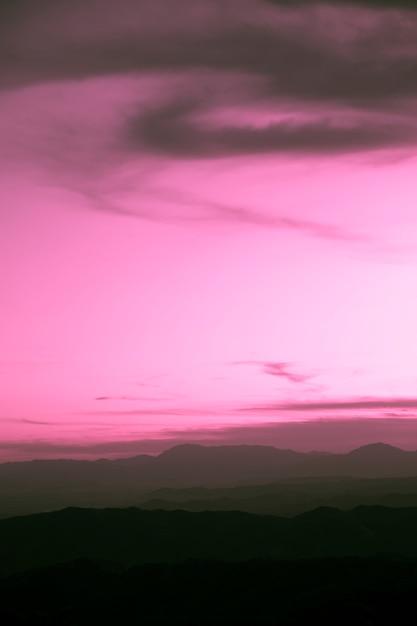Tempestade nublada roxa com fundo de espaço de cópia Foto gratuita