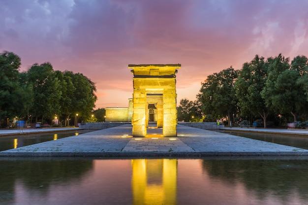 Templo de bod de madrid ao pôr do sol, espanha Foto Premium