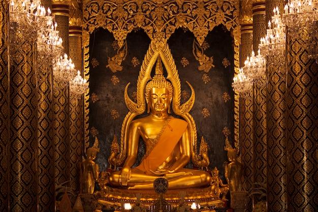 Templo de phra buddha chinnarat wat pra sri rattana mahathat phitsanulok tailândia golden image Foto Premium