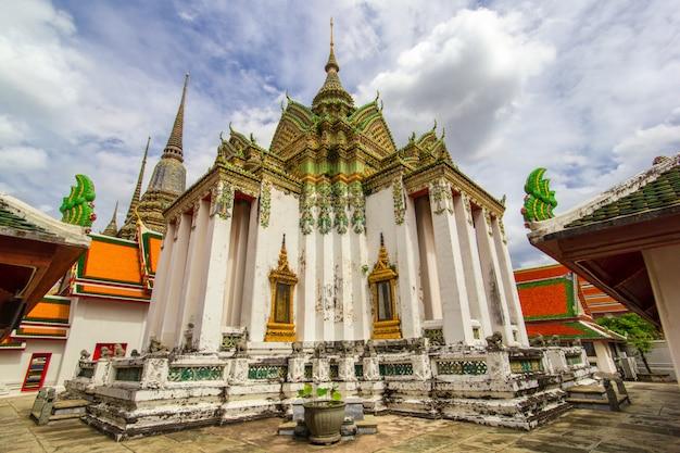 Templo de wat pho ou wat phra chetuphon Foto Premium