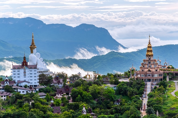Templo de wat phra that pha son kaew, khao kho, phetchabun, tailândia Foto Premium