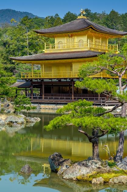 Templo dourado, japão Foto Premium