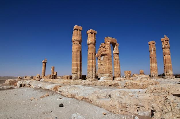 Templo egípcio antigo de tutankhamon em nubia Foto Premium