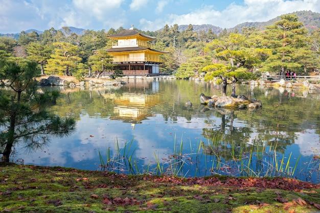 Templo kinkakuji em kyoto no japão Foto Premium