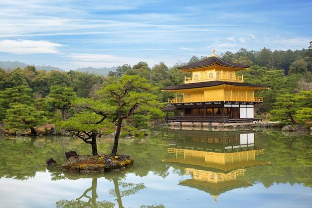 Templo kinkakuji (o pavilhão dourado) em kyoto, japão Foto Premium