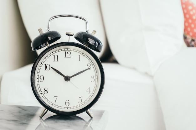 Tempo de casa relógio cedo cansado Foto gratuita