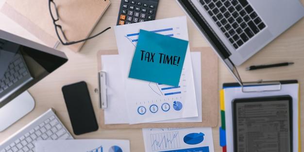 Tempo para impostos planejamento dinheiro financeiro contabilidade tributação empresário fiscal economia reembolso dinheiro Foto Premium