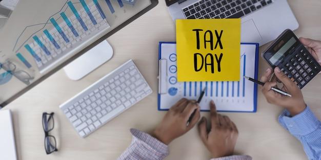 Tempo para o planejamento de impostos dinheiro financeiro contabilidade tributação empresário Foto Premium