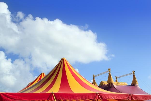 Tenda de circo vermelho laranja e amarelo despojado Foto Premium