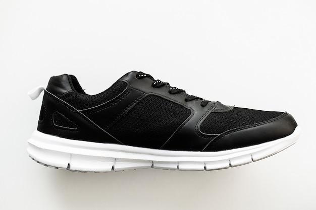 Tênis pretos elegantes da moda Foto Premium