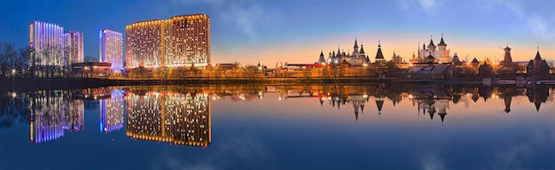 Teremki do kremlin izmailovsky e o edifício do hotel em izmailovo em moscou Foto Premium