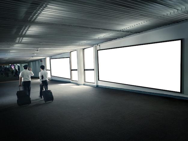 Terminal de aeroporto vazio da promoção da exposição do cartaz. Foto Premium