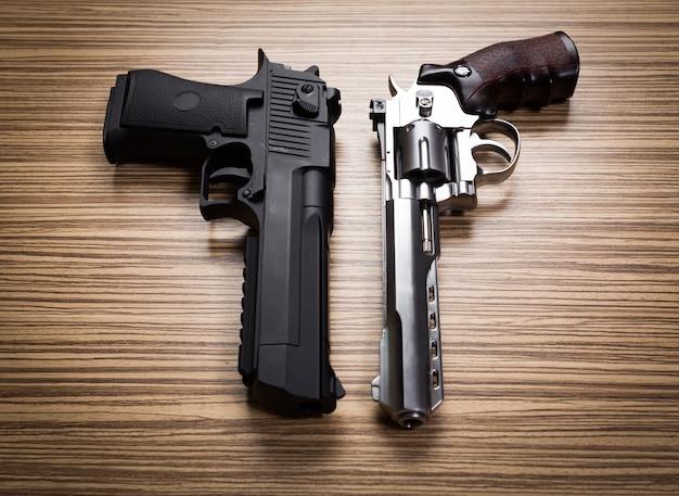 Terrorismo. revólveres. Foto Premium