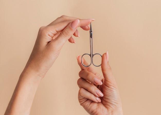 Tesoura linda manicure saudável Foto gratuita