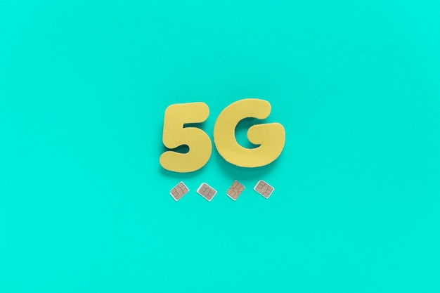 Texto de 5g no fundo liso com cartões sim Foto gratuita