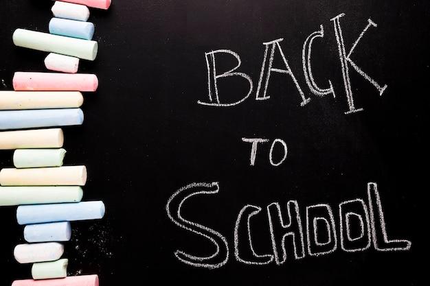 Texto de volta à escola no quadro-negro Foto gratuita