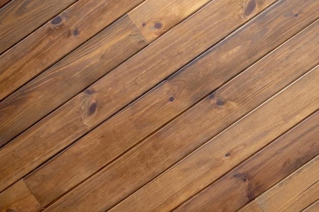 Textura das placas de parede de madeira diagonais. listras diagonais de madeira marrons da textura. Foto Premium