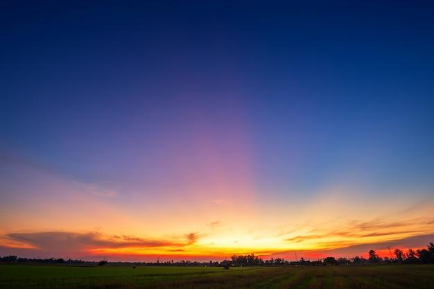 Textura do céu do sol dramática azul Foto Premium