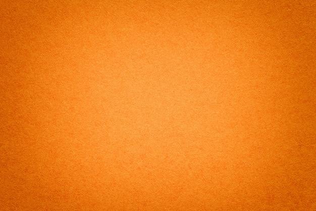 Textura do fundo de papel alaranjado velho, close up. estrutura de papelão denso. Foto Premium