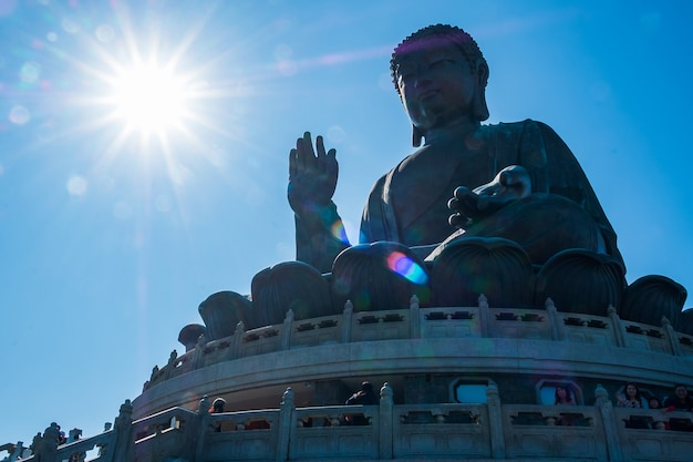 Tian tan ou o buda grande / gigante. marco e popular para atracções turísticas em hong kong Foto Premium