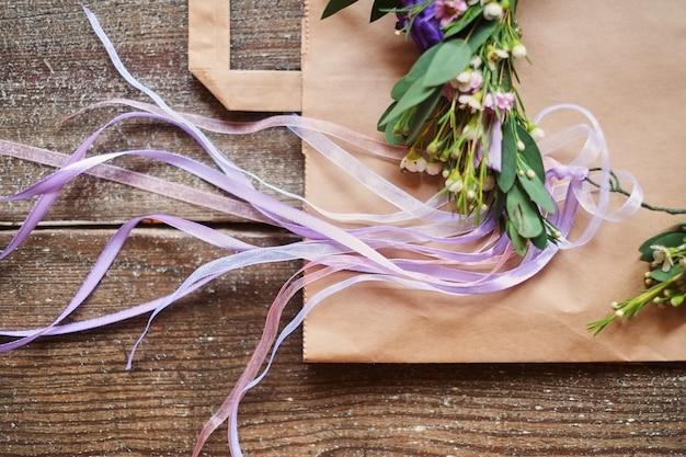 Tiara floral artesanal feita de flores Foto Premium