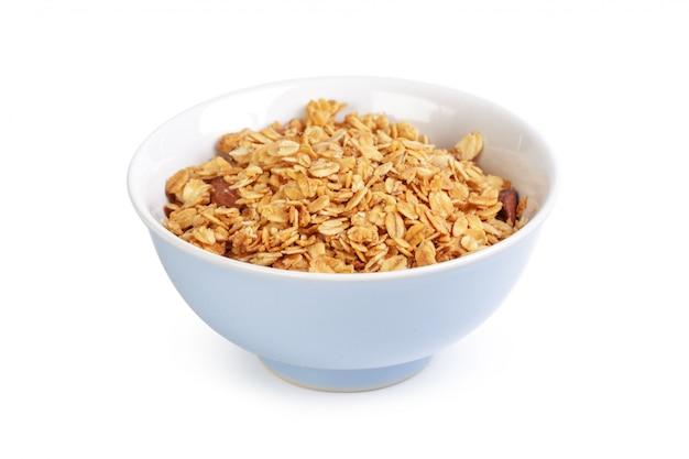 Tigela de cereais de grão inteiro, isolado no branco Foto Premium