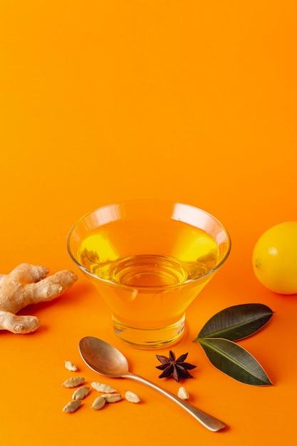 Tigela de mel com gengibre e limão com espaço de cópia Foto gratuita
