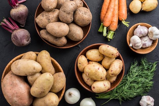 Tigelas com legumes orgânicos Foto gratuita