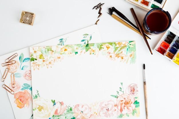 Tintas aquarela pincéis detalhes de arte sobre fundo branco Foto gratuita