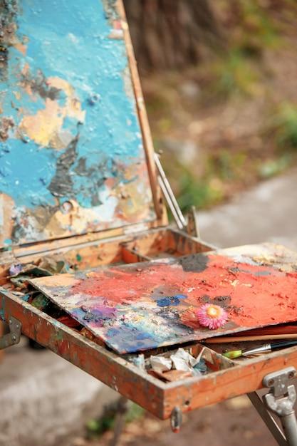 Tintas e pincéis Foto gratuita