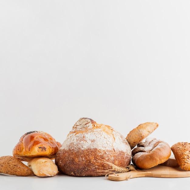 Tipo de pão empilhado Foto gratuita