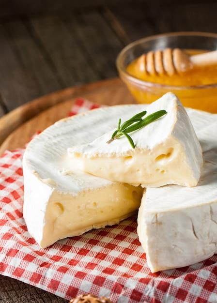 Tipo de queijo brie. Foto Premium