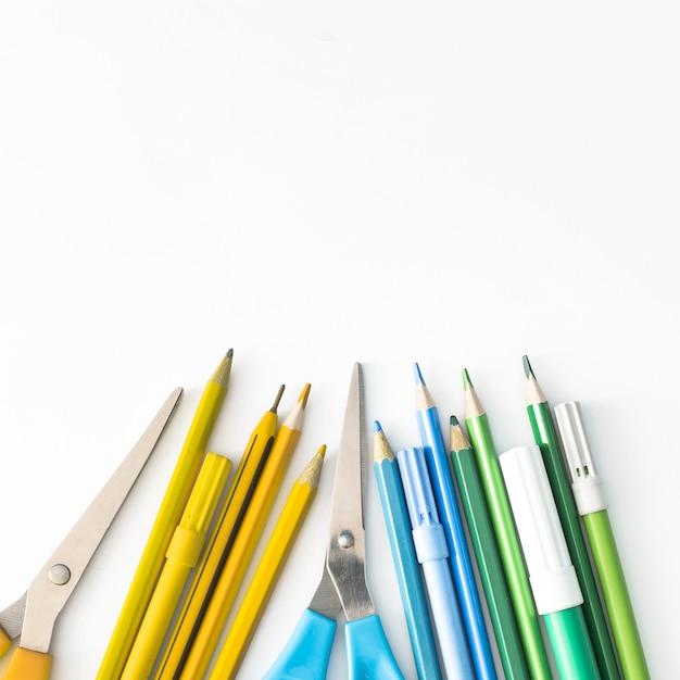 Tipos de pacote escolar colorido Foto gratuita