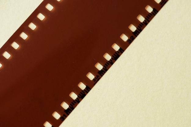 Tira de filme em branco isolada Foto gratuita
