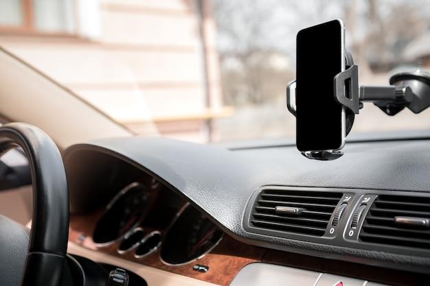 Titular do telefone inteligente do carro Foto Premium