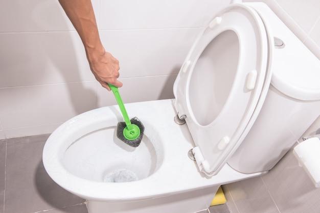 Toalete de limpeza das mãos com escova verde Foto Premium