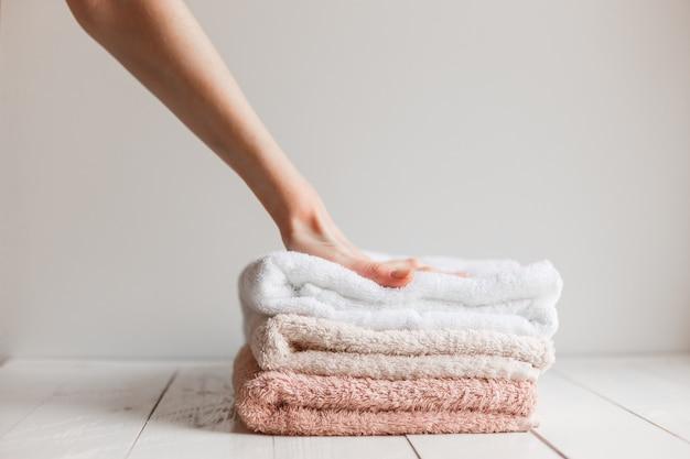 Toalhas preservadas suavidade após a lavagem. Foto Premium