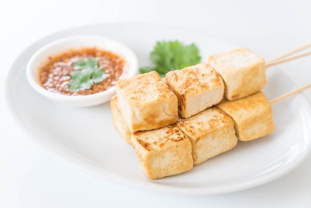 Tofu frito Foto gratuita