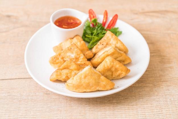 Tofu frito Foto Premium