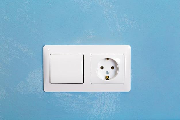 Tomada de poder na parede de concreto Foto Premium